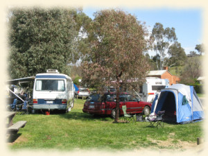 Camping_W_Oval